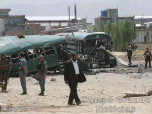 Atentado a bomba causou a morte de pelo menos 27 mortos e deixou outras 40 feridas na manhã desta quinta-feira (30/06) em Cabul, capital do Afeganistão. – Foto: Rahmat Gul/AP