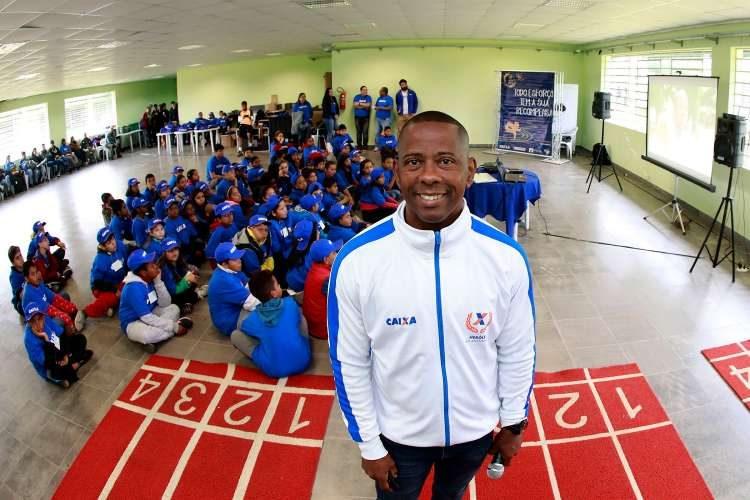 Medalhista olímpico faz palestra para crianças e recebe fãs em Porto ... 2b5b74f6587