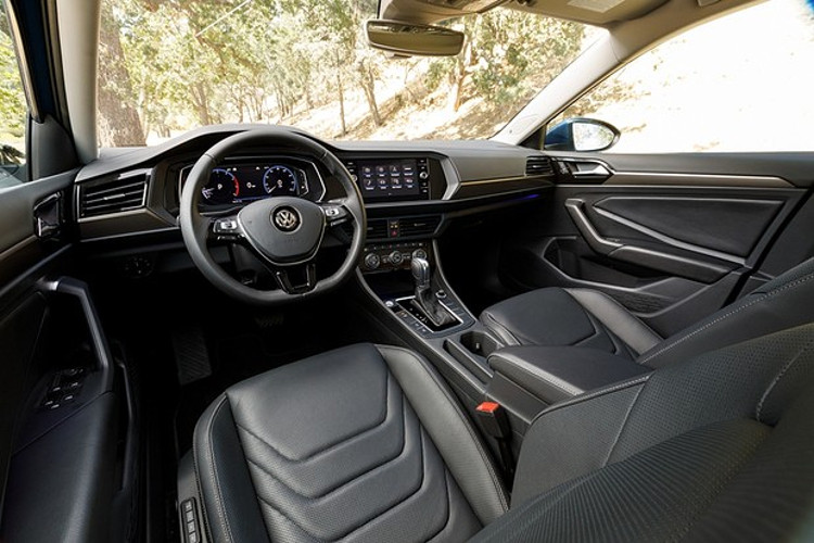 Versão GLI adicionará bancos dianteiros elétricos e novo volante (Foto: Divulgação)