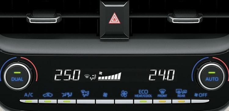 Ar-condicionado de duas zonas no Corolla Altis (Foto: Divulgação)