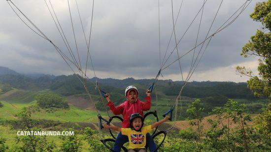 Bukit Teletubbies Blitar Obyek Wisata Selfie Di Tengah