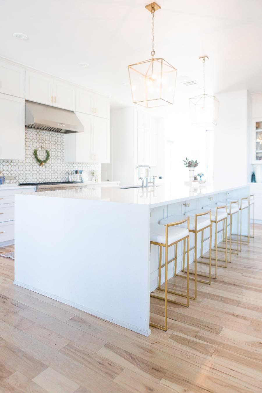 White Kitchen Island Stools