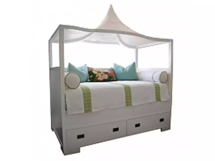 An Amazing Custom Designed White Twin Canopy Bed   Apartment Therapy     An Amazing Custom Designed White Twin Canopy Bed