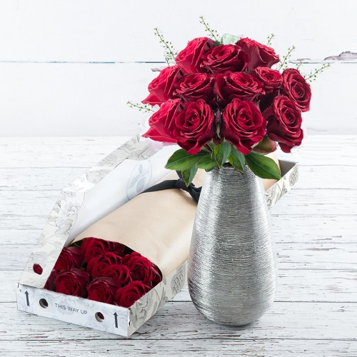 Romantic Flowers   Romantic Flower Bouquets   Appleyard Flowers Letterbox 12 Red Roses