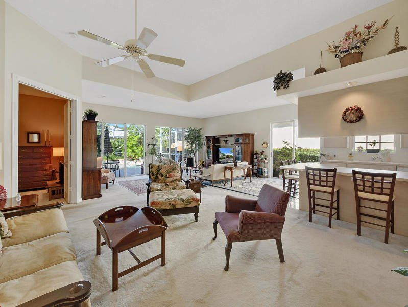 Menu Gardens Palm Beach House Yard