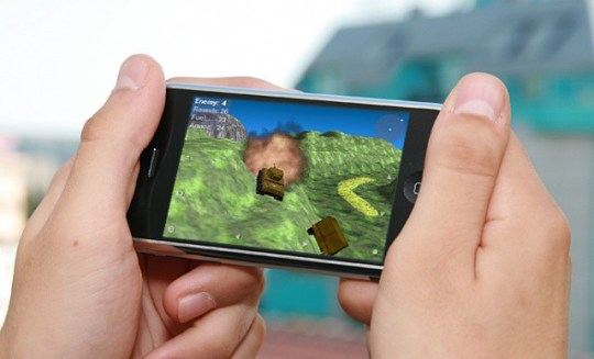 Smartphone Gamers Prefer To Flirt With Random People Than Play     Why do you play games on your mobile phone