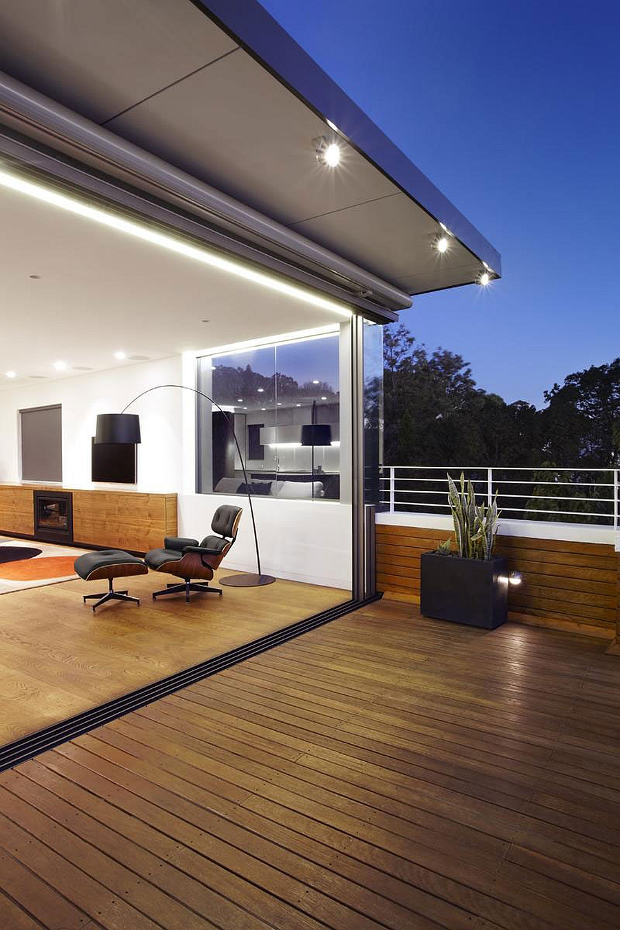 Sweeping Views Of Sydney And Lovely Earth Tones Shape The