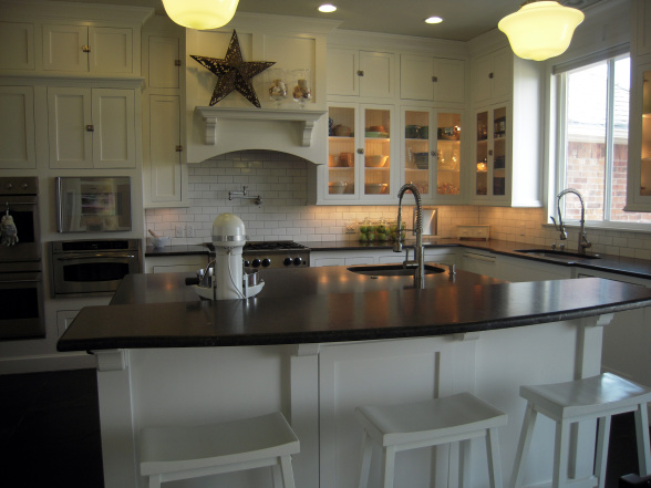 White Kitchen Navy Island