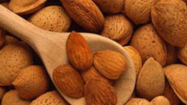 Kacang Almond Efektif Atasi Depresi