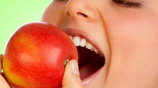 Cegah Pembekuan Darah dengan Apel