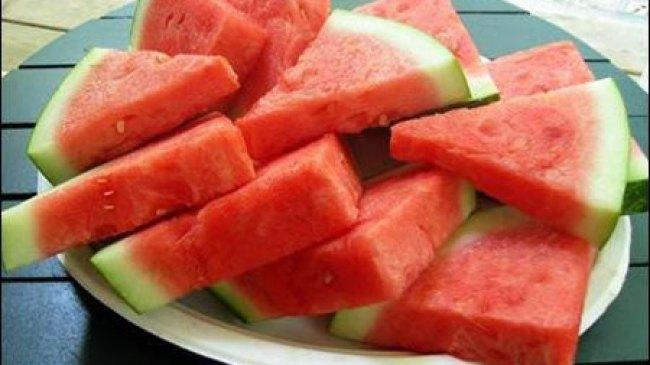 Jangan Konsumsi Buah Melon dan Semangka Berlebihan