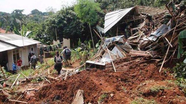 Longsor di Jombang Sebabkan 15 Orang Tertimbun