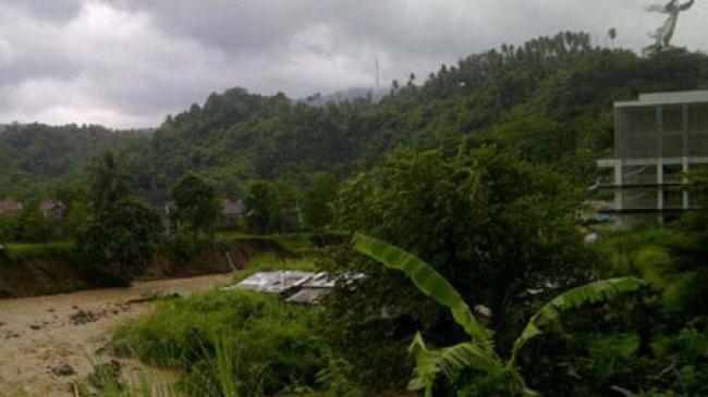 Manado, Jalan Ring Road Berubah Jadi Jurang