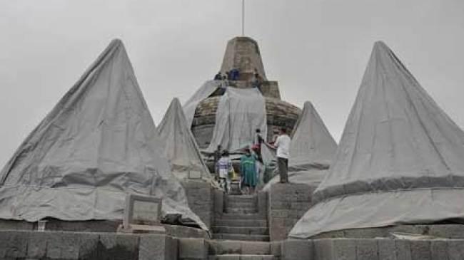 Tekena abu Gunung Kelud, Stupa Borobudur Dibungkus Terpal