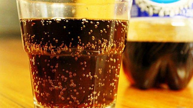Inilah Bahaya Mengkonsumsi Minuman Bersoda Setiap Hari