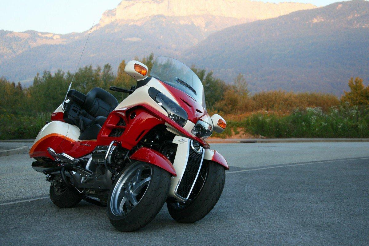 Lazareth S Honda Gl1800 Goldwing Leaning Reverse Trike