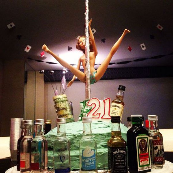 21 Of The Funniest 21st Birthday Cakes Ever Wow Gallery
