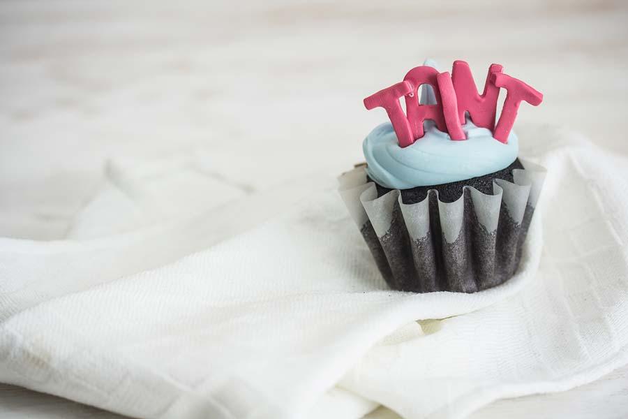 This Bakery Creates Gorgeous Hilariously Offensive Cakes