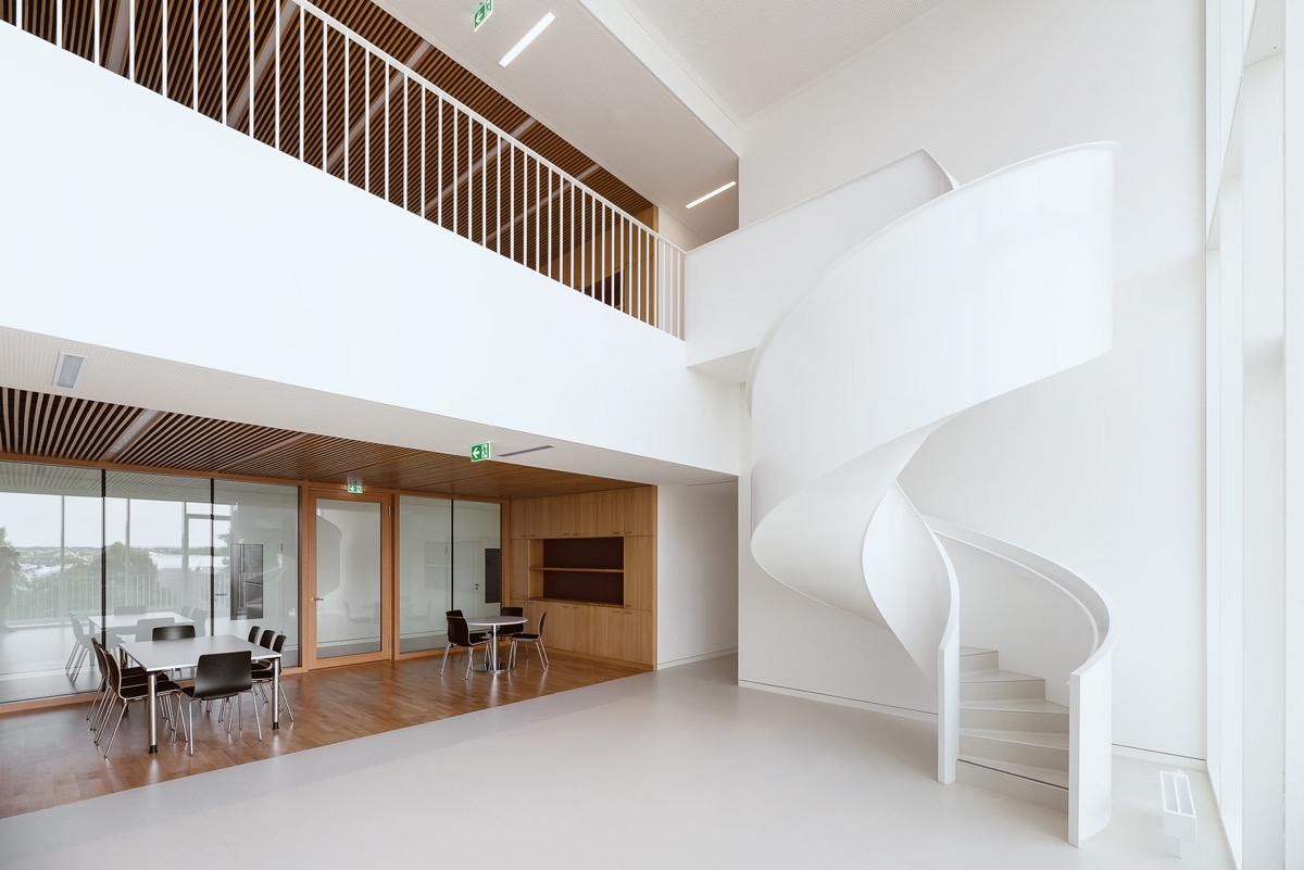51 Stunning Staircase Design Ideas | Staircase Railing Designs For Your Home | Contemporary | Extraordinary | Country Home Interior | Eye Catching | Covered