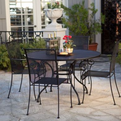 The sleek Paxton outdoor dining set