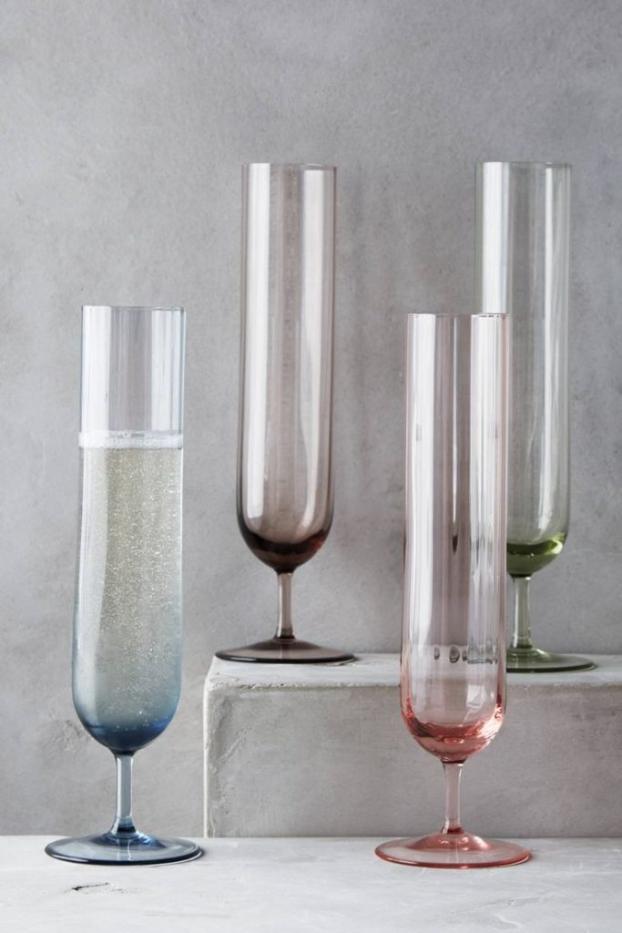 Colored champagne flutes - Home Decorating Trends - Homedit