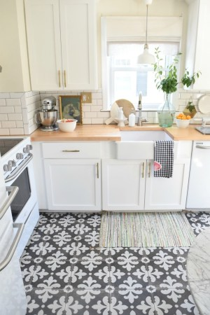 18 Beautiful Examples of Kitchen Floor Tile 6  Small Pattern