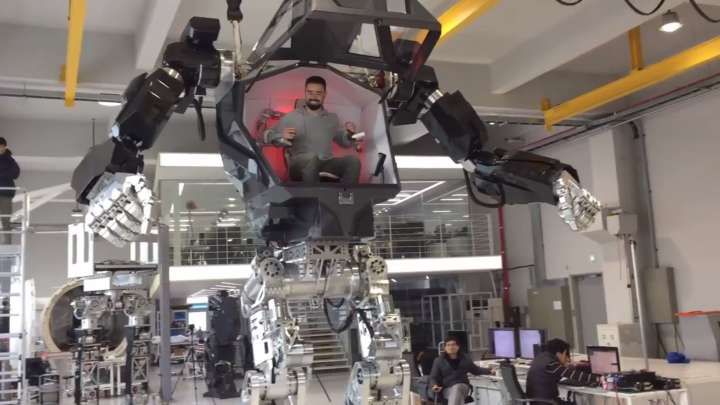 World S First Supersized Manned Mech Takes Its First Steps