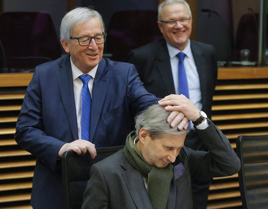 EU Commission President Jean-Claude Juncker (L) jokes with ...