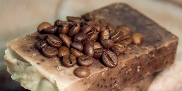 Handgemaakte zeep met gemalen koffie
