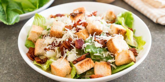 Рецепт салата цезарь с беконом и авокадо