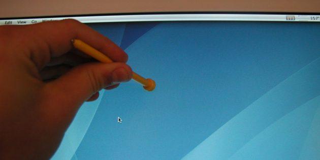 Una leggera pressione aiuta a sensibilizzare i pixel bloccati e ripristinare le prestazioni