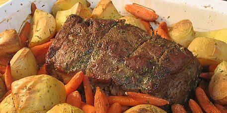 Thịt bò với tỏi và rượu vang