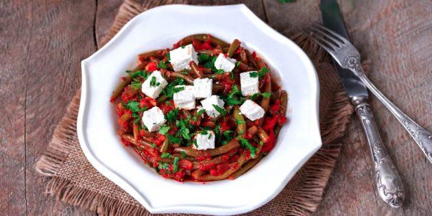 Recetas: Frijoles de trazo en salsa de tomate con feta.