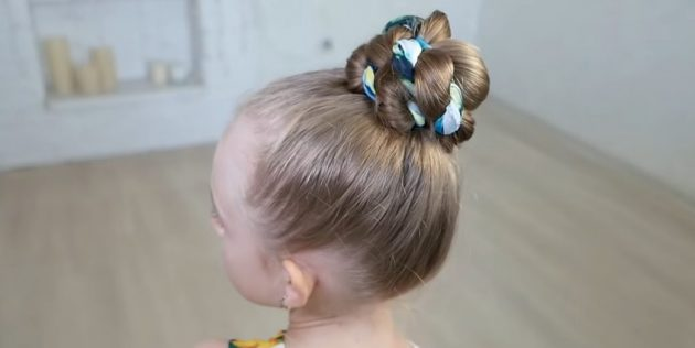 Hairstyles for girls: high twisted beam with handkerchief