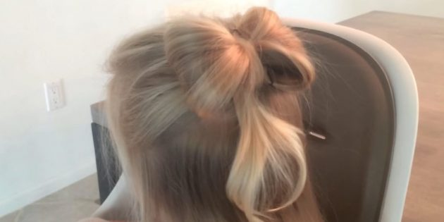 Hairstyles for girls: loose hair with a bustard