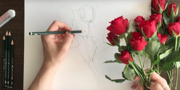 У крайней правой розы прорисуйте лепестки и обозначьте ниже листья