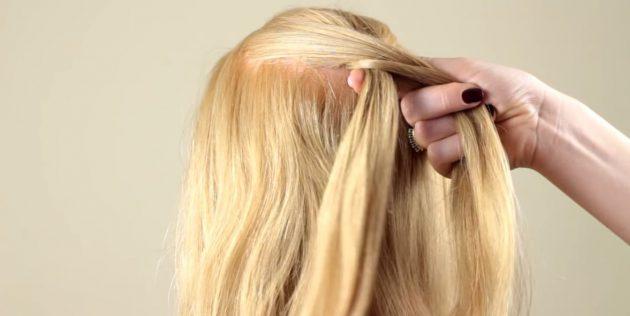 جمع آوری بخشی از مو در سمت چپ و اضافه کردن آنها به یک رشته کوچک