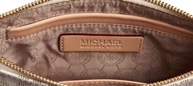 Оригинал и подделки сумок Michael Kors: буквы логотипа должны быть размещены ровно