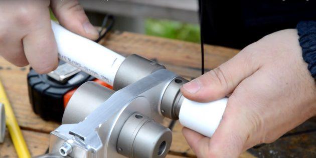 폴리 프로필렌 튜브 솔더링 방법 : 파이프 및 피팅을 가열하십시오.