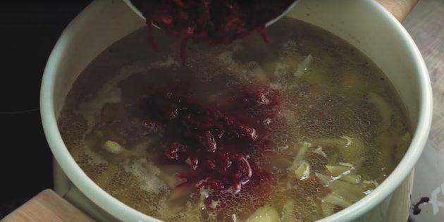 نحوه طبخ بورچ: اضافه کردن کاه خرد شده یا سیب زمینی