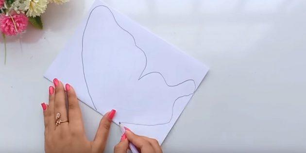 Thiệp chúc mừng cho bàn tay của bạn: gấp một tờ giấy trắng trên một nửa