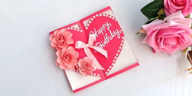 So machen Sie eine Karte in Form eines Herzens mit Blumen für einen Geburtstag mit Ihren eigenen Händen