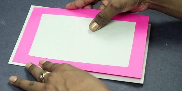 Biglietto di auguri per le tue mani: prepara la base della cartolina