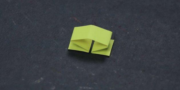พับกระดาษเล็ก ๆ เล็ก ๆ ครึ่ง
