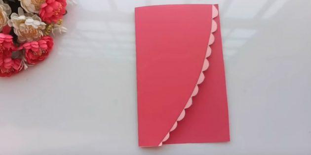 Қолдарыңыз үшін сәлемдесу картасы: қызғылт қағаз парағын жартысынан кесіңіз