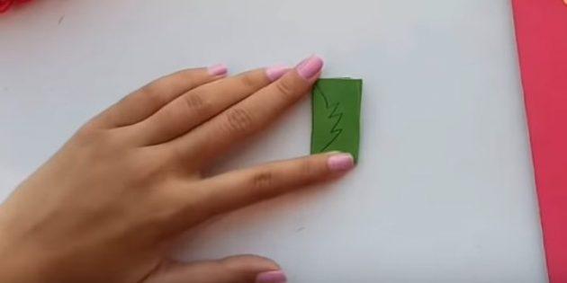 Biglietto di auguri per le tue mani: tagliare da foglie di carta verde