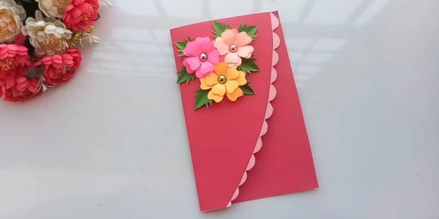 Attenersi alla cima dei fiori e delle foglie della cartolina