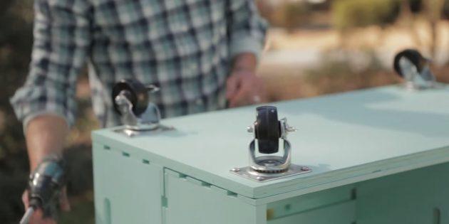 میز قهوه با دستان خود: چرخ ها را ضمیمه کنید