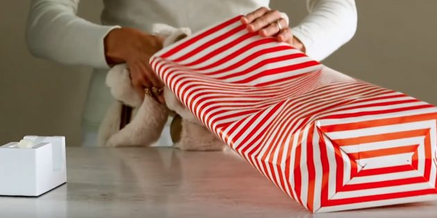 กาวด้านล่างและใส่ของขวัญ