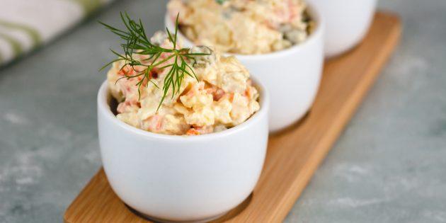 สูตรสลัดที่ดีที่สุด: สลัดกับถั่วเขียวแครอทไข่และเติมมัสตาร์ด
